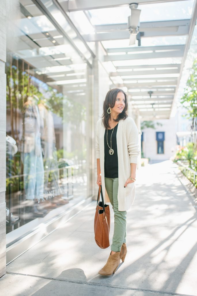 casual fall outfit | beige cardigan | olive green pants | Everyday Fashion Blog Lady in Violet