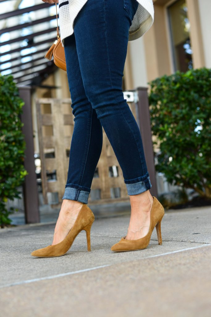 casual outfits | dark wash skinny jeans | light tan suede heels | Budget Friendly Fashion Blog Lady in Violet