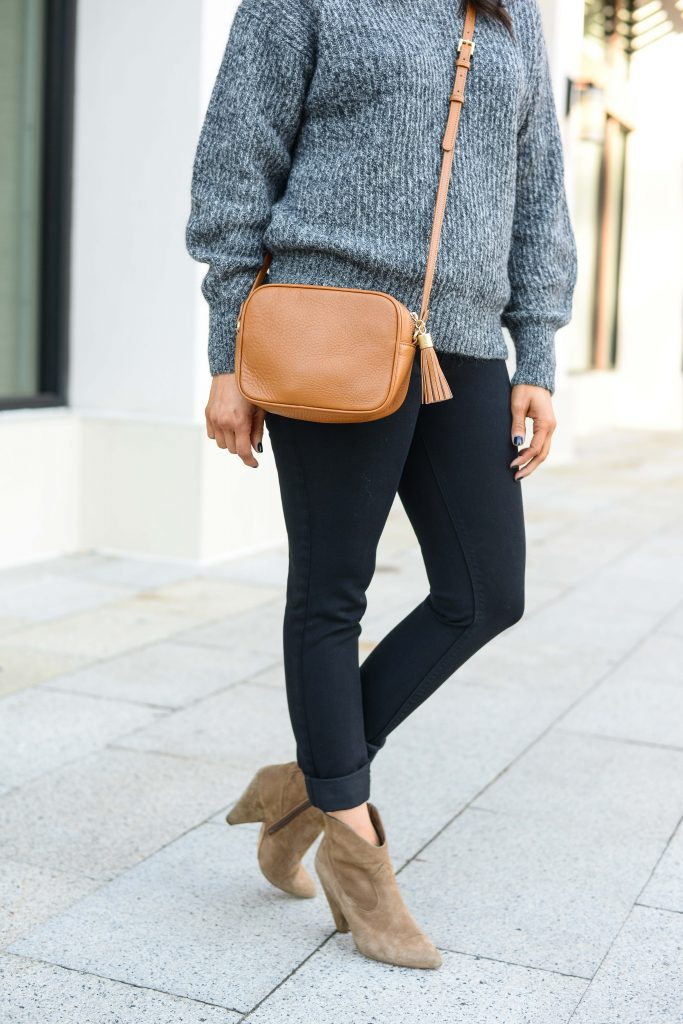 casual outfit | tan brown crossbody purse | black skinny jeans | Everyday Fashion Blog Lady in Violet