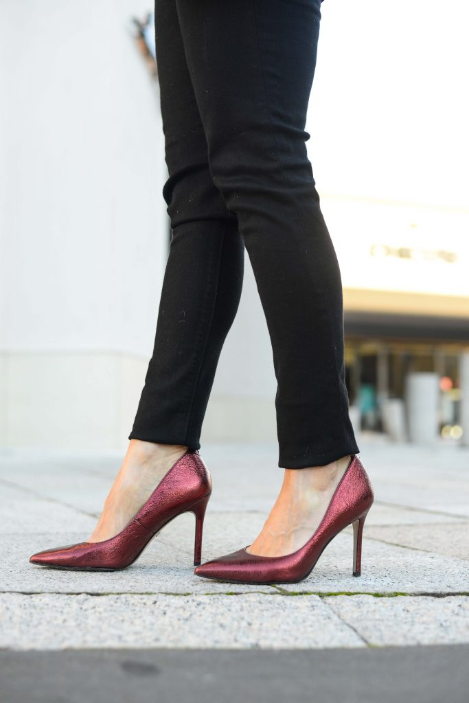 date night outfit | black skinny jeans | red metallic heels | Top Fashion Blog Lady in Violet