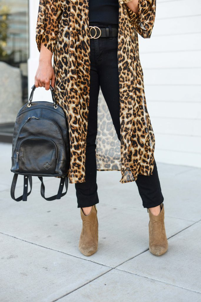 casual outfit | leopard printed kimono with black skinny jeans | Affordable Fashion Blog Lady in Violet