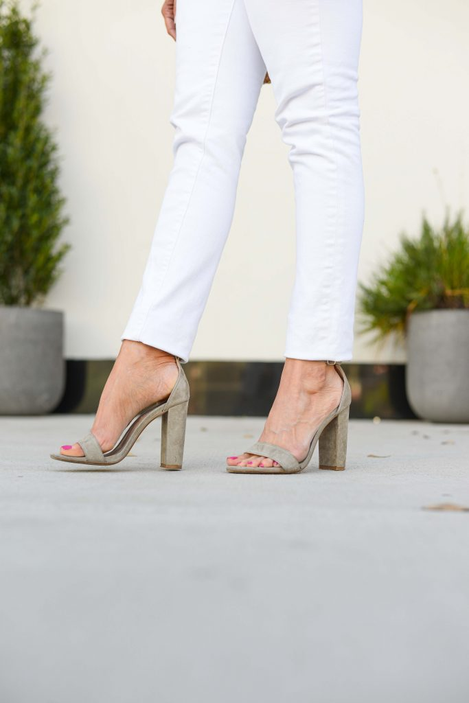 summer outfit | white skinny jeans | neutral block heel sandals | Everyday Fashion Blog Lady in Violet