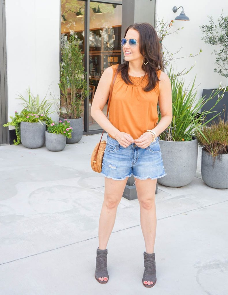 summer style | earth tone orange tank top with denim shorts | Petite Fashion Blogger Lady in Violet