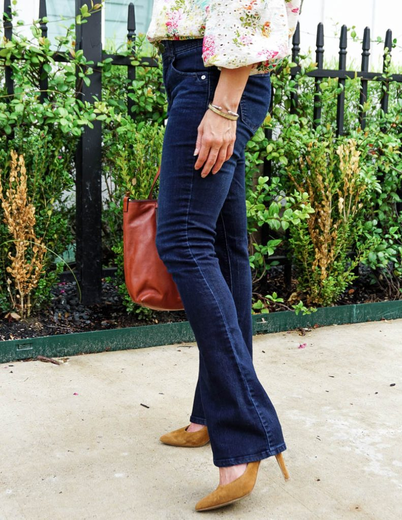 fall fashion | dark wash flared jeans | light brown heels | Affordable Fashion Blogger lady in Violet