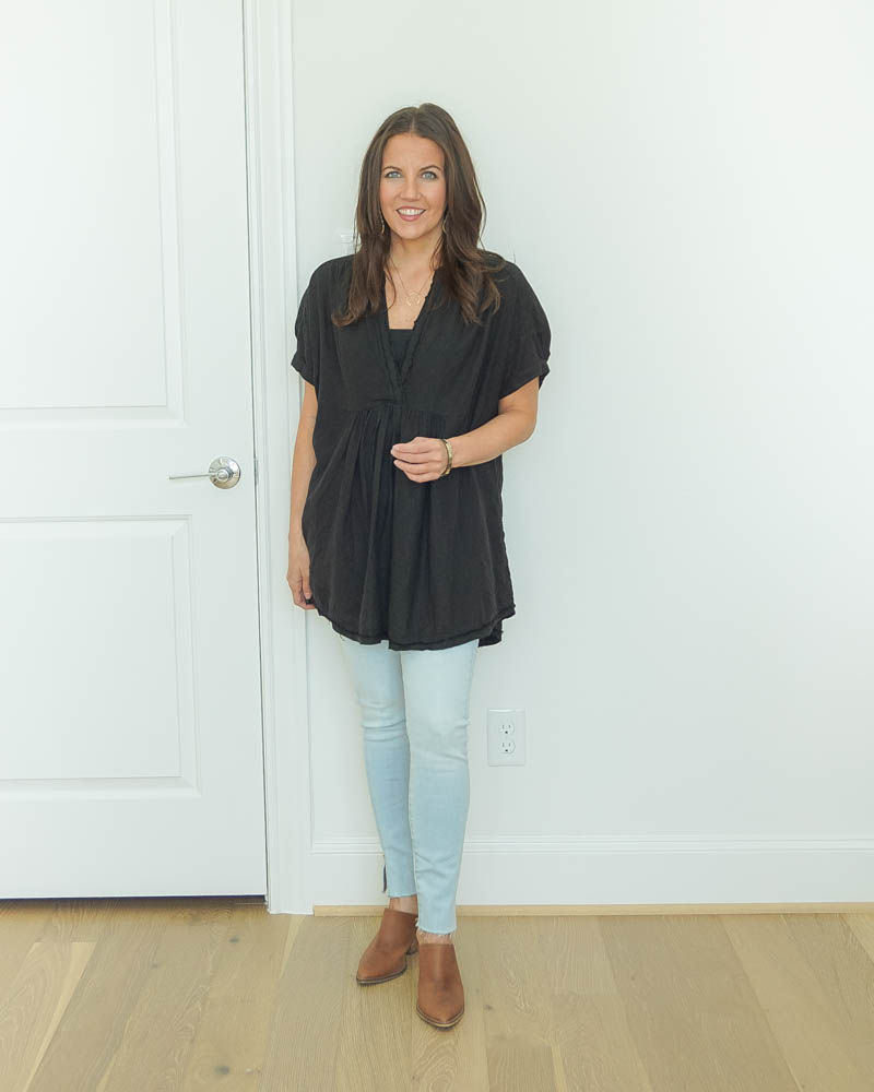 fall outfits | short sleeve black tunic top | light blue skinny jeans | Houston Fashion Blog Lady in Violet