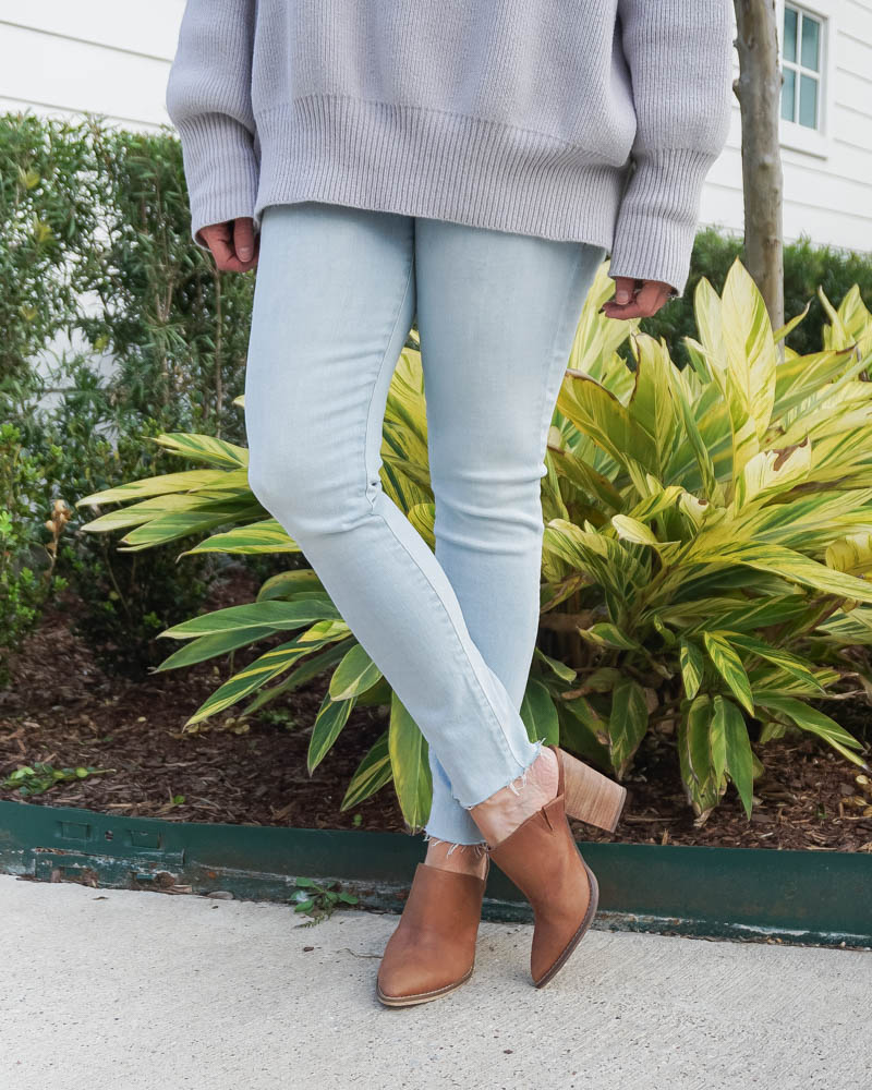spring outfit | frayed hem jeans for short women | brown leather mules | Houston Fashion Blog Lady in Violet